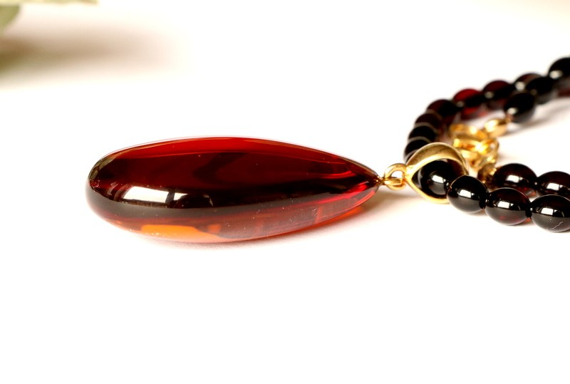 Amber necklace with cherry...